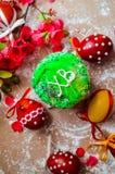 Pan y huevos de Pascua con el flor de la manzana Foto de archivo libre de regalías