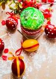 Pan y huevos de Pascua con el flor de la manzana Fotografía de archivo