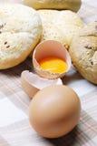 Pan y huevos recientemente cocidos al horno Fotos de archivo libres de regalías
