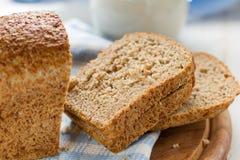 Pan y leche Fotos de archivo libres de regalías