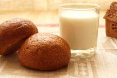 Pan y leche Fotografía de archivo