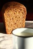 Pan y leche Imagen de archivo libre de regalías