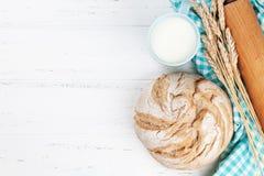 Pan y leche crujientes hechos en casa Foto de archivo libre de regalías
