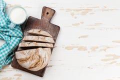 Pan y leche crujientes hechos en casa Fotografía de archivo libre de regalías