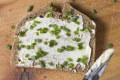 Pan y mantequilla con las cebolletas Foto de archivo libre de regalías