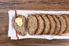 Pan y mantequilla cortados del Multi-grano Imagen de archivo