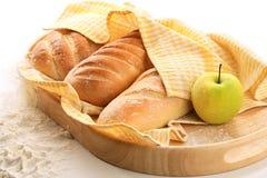 Pan y manzana Imágenes de archivo libres de regalías