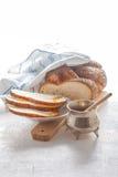 Pan y miel trenzados del jalá Imagen de archivo