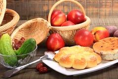 Pan y nectarina fotos de archivo
