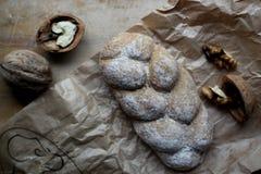 Pan y nueces fotografía de archivo