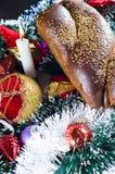 Pan y ornamentos de la Navidad Imagen de archivo libre de regalías