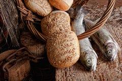 Pan y pescados frescos Imagen de archivo libre de regalías