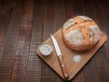 Pan y sal calientes Foto de archivo libre de regalías