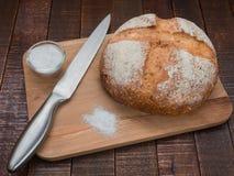 Pan y sal calientes imágenes de archivo libres de regalías