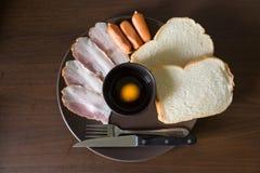 Pan y salchicha del jamón del desayuno Fotografía de archivo libre de regalías