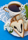 Pan y taza de té imagenes de archivo