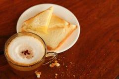 Pan y una taza de café delicioso Imagen de archivo