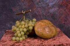 Pan y uvas Fotos de archivo