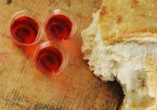 Pan y vino de la comunión Imagenes de archivo