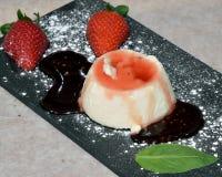 Pana Cotta van natuurlijke aardbeien Stock Afbeelding