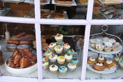 Panadería del escaparate en Londres fotografía de archivo libre de regalías