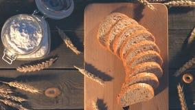 Panadería, trigo y harina en una tabla vieja almacen de video