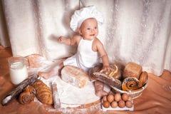 Panadero feliz del bebé fotografía de archivo libre de regalías