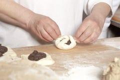 Panadero Making Sweet Pastry Imagen de archivo libre de regalías