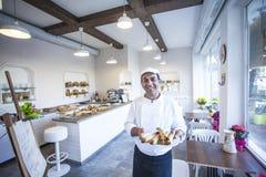Panadero y crepes gitanas, pan, y galletas Foto de archivo