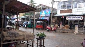 Panadura, Sri Lanka - 10 de maio de 2018: Vista da rua do mercado na cidade de Panadura filme