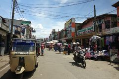 Panadura, Sri Lanka - 10. Mai 2018: Markteinschätzungsstraße in Panadura-Stadt stockbild