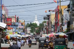 Panadura Sri Lanka - Maj 10, 2018: Sikt av marknadsgatan i den Panadura staden Royaltyfria Foton
