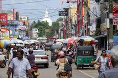 Panadura, Sri Lanka - Mei 10, 2018: Mening van de marktstraat in Panadura-stad Stock Foto