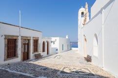 Panagia Korfiatissa kyrka i den Plaka byn, Milos ö, Cyclades, Grekland royaltyfria foton