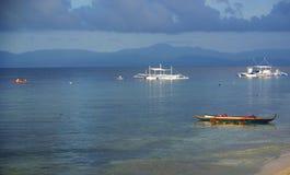 Panagsama海滩礁石 库存照片