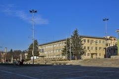 PANAGYURISHTE, BULGARIE - 13 DÉCEMBRE 2013 : Panorama de place centrale de ville historique de Panagyurishte, région de Pazardzhi Photos stock