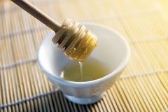 Panal cercano para arriba en el placemat de bambú Imagen de archivo