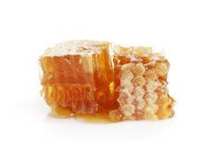 Panal con la miel aislada en blanco Fotos de archivo