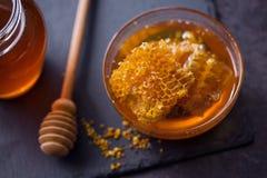 Panal dulce del producto de la abeja de la miel Foto de archivo