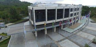 Panama parlament som lokaliseras på den kloka vägbanken royaltyfria bilder
