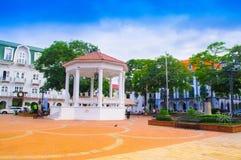 PANAMA-STADT, PANAMA - 20. APRIL 2018: Ansicht im Freien der Piazzas de la Independencia und sein Gazebo im Casco Viejo stockfotos