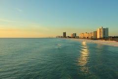 Panama-Stadt Strand das Golf von Mexiko nahe dem Sonnenuntergang malerisch stockfotos