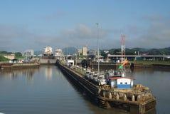 Panamakanalfüllung, zum eines Schiffs zu heben Lizenzfreie Stockfotos