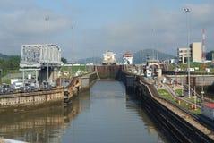 Panamakanalfüllung, zum eines Schiffs zu heben Stockbild