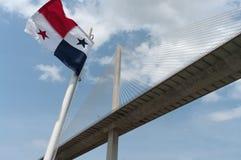 Panameño Flad y puente centenario Fotografía de archivo libre de regalías