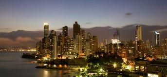 Panamski miasto Panama przy nocą Zdjęcia Royalty Free