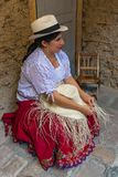 Panamskiego kapeluszu tkactwo w Cuenca, Ekwador zdjęcie stock