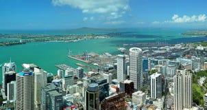 Panaorama för antenn för Auckland stads- & hamnlandskap Arkivbild