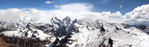 Panaorma de las montañas en Suiza Imagen de archivo libre de regalías