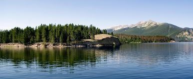 panarama βουνών λιμνών Στοκ Φωτογραφίες